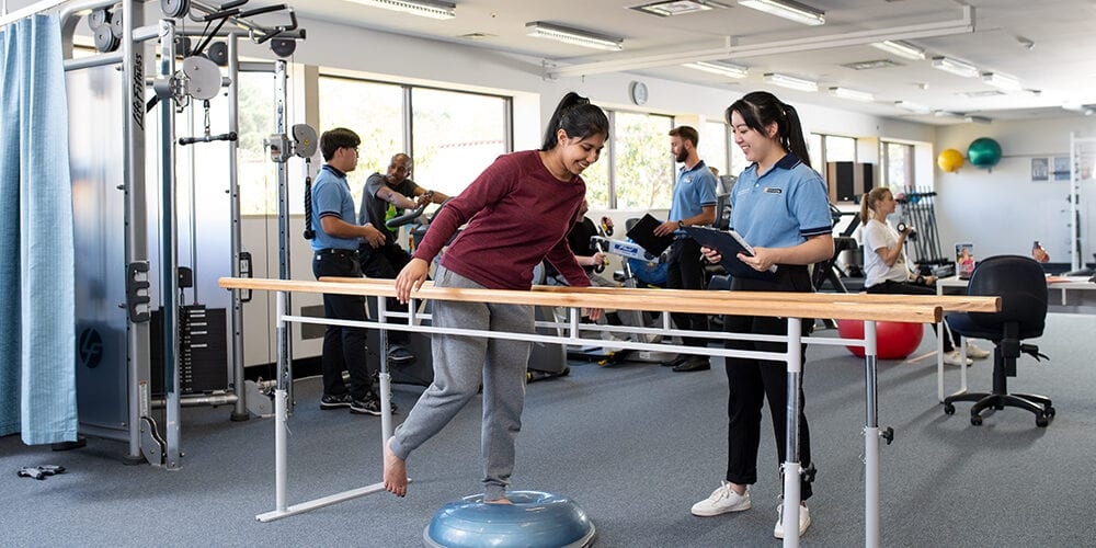Image of postgraduate student working with a client in the student physiotherapy clinic